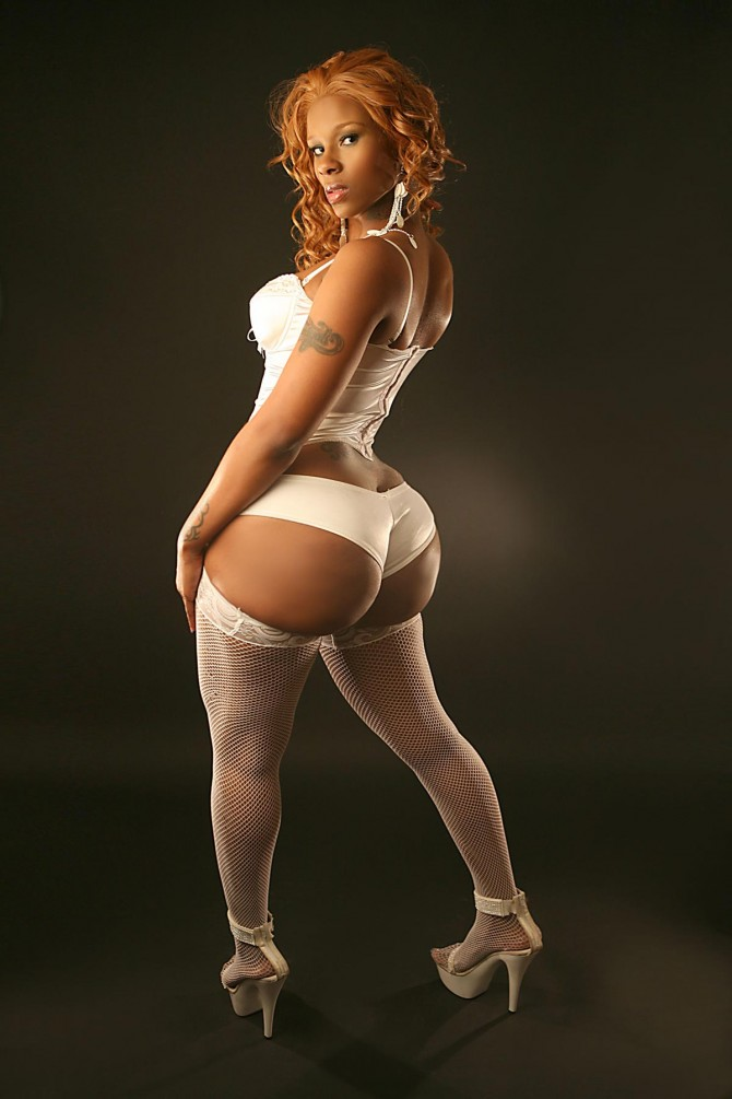 Shante Sky in latest issue of Straight Stuntin