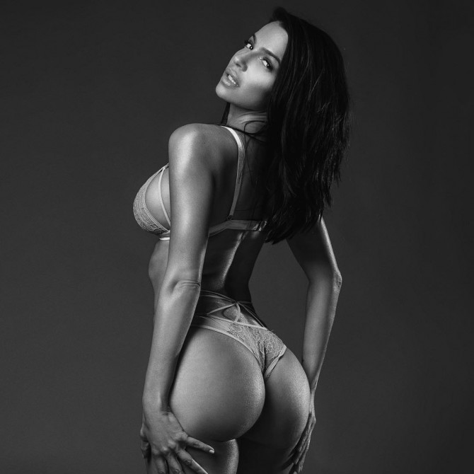 Vida Guerra – Pic of the Day Triple Play – Marin Depict