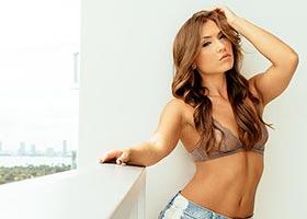 Nicole Mejia @nicole_mejia: Miami Days – Van Styles