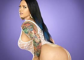 Elke the Stallion @elkethestallion in SHOW Magazine