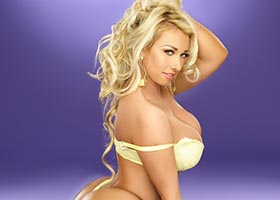 Jenna Shea @iamjennashea in SHOW Magazine Issue #25
