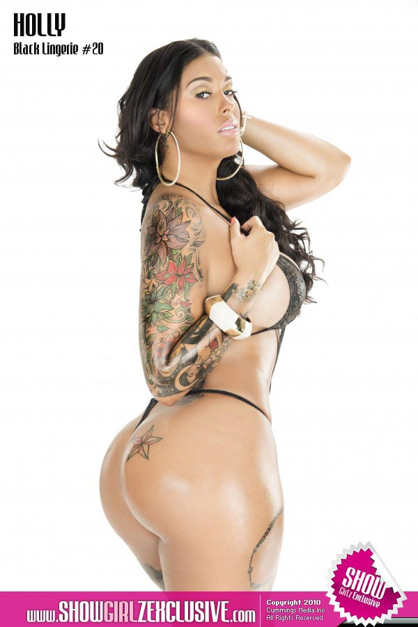 Tatted Up Holly @tatteduphollyyy in SHOW Magazine