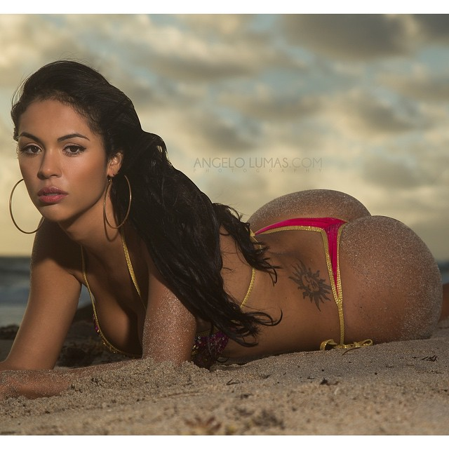 Aline Bernardes @alinebernardesoficial – Pic of the Day Triple Play – Angelo Lumas