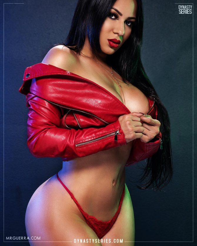 Scarlett Redd: Lady in Red – Jose Guerra