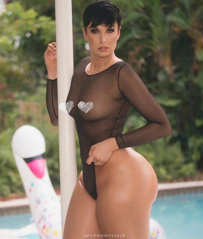 Zahra Elise @zahraelise_: Swim Up Pool – Pedro Rolle Jr.