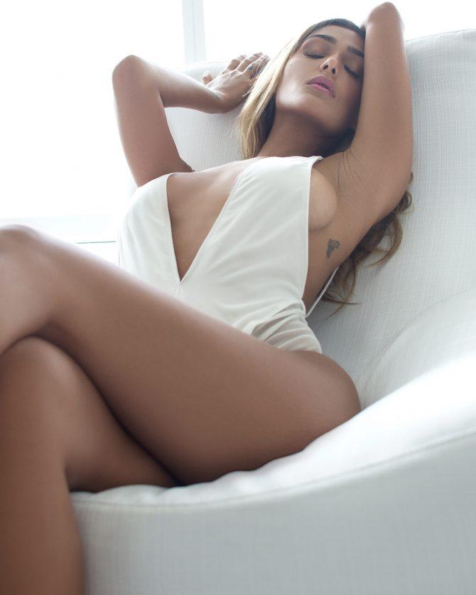Iesha Marie @iesha_mariee: White Out – Robin V