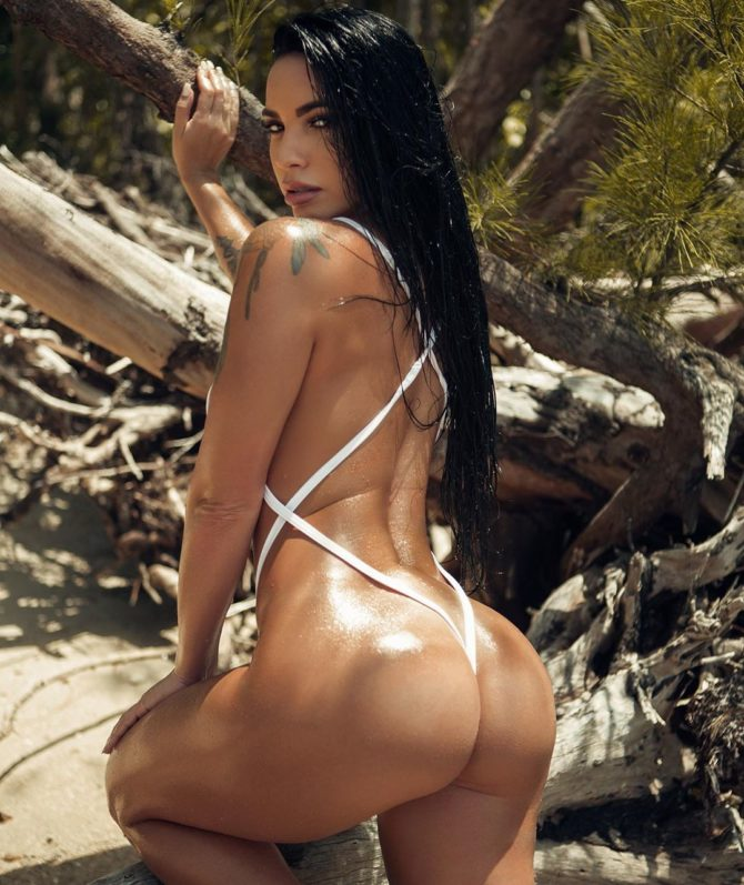 Yesy Naya @yesyn13: Beach Bum- 2020 Photography
